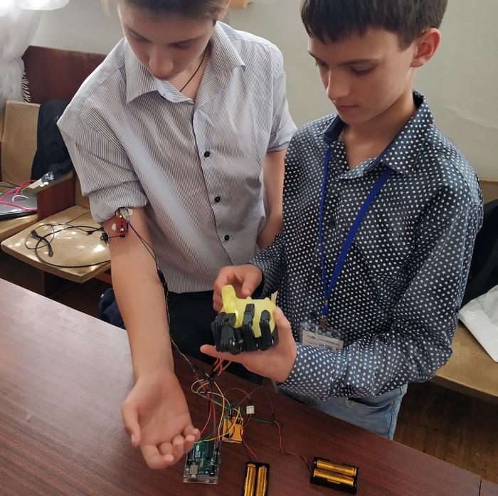 Макет інтелектуального протезу кінцівки руки