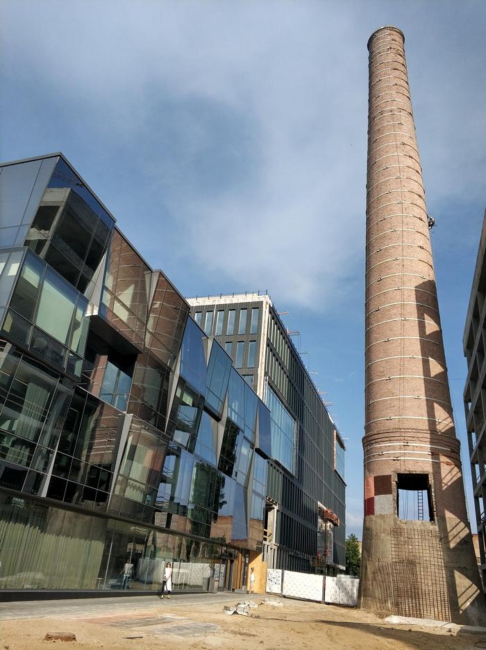 40-метрова труба, що залишилася у спадок від заводу, після певної реконструкції стане арт-символом інновацій та прогресу