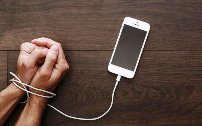 Как перестать «зависать» в телефоне: 5 верных способов