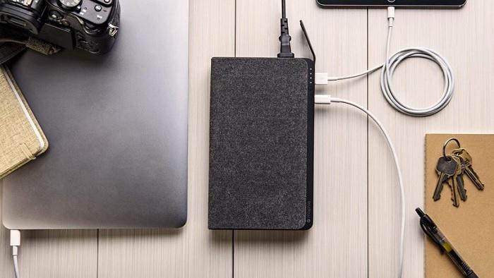 Зовнішній акумулятор (Power Bank) дозволяє заряджати як ноутбук, так і інші мобільні пристрої