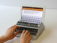 Чому ми використовуємо QWERTY клавіатуру? Коротка історія сучасної розкладки