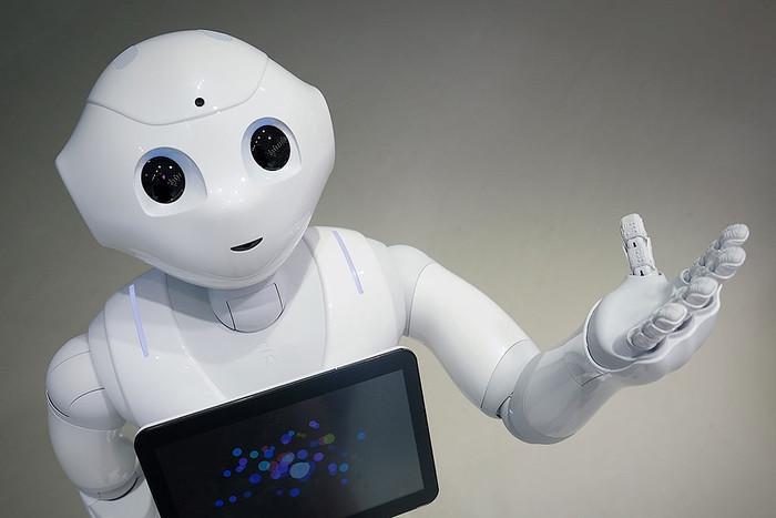 Робот Pepper  допомагає інвалідам пізнати нові сторони мистецтва