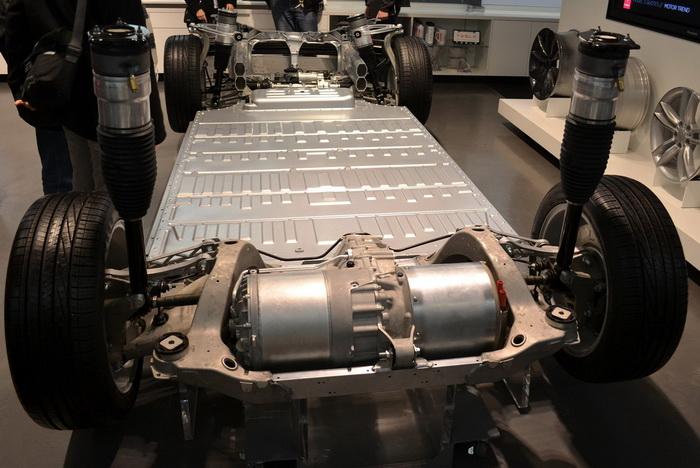 Акумуляторний блок Tesla P90D важить більше, ніж увесь Volocopter VC200