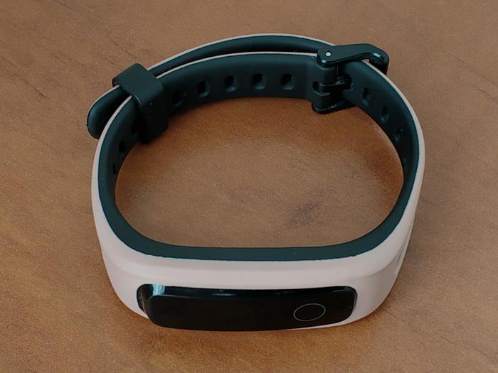 Дисплей в Honor Band 4 Running — не сенсорний, для зміни режиму передбачена сенсорна кнопка під дисплеєм
