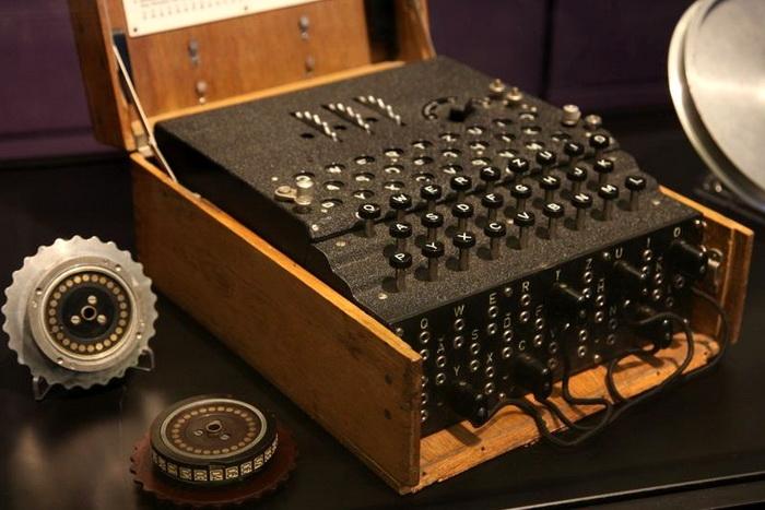 Шифрувальна машина Enigma з трьома роторами