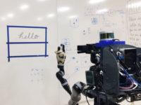 Робот навчився копіювати людський почерк і малюнки. Відео