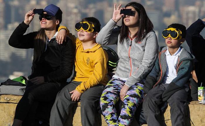 Як відбувалося повне сонячне затемнення?