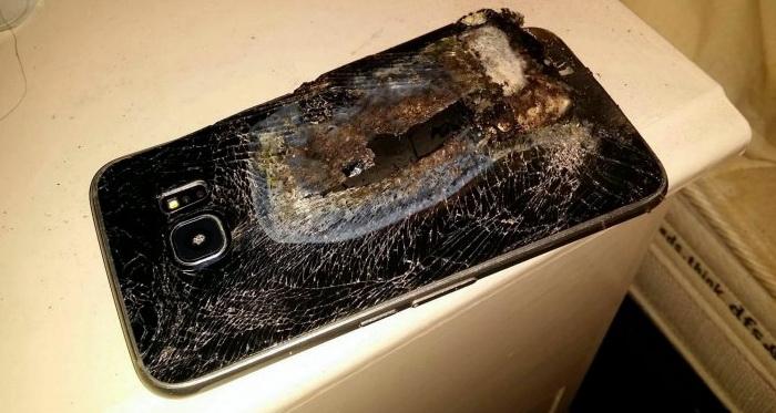 Одна з моделей Samsung, що вибухнула під час зарядки