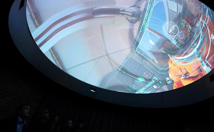 Міні-планетарій, що розташований в нижній частині труби