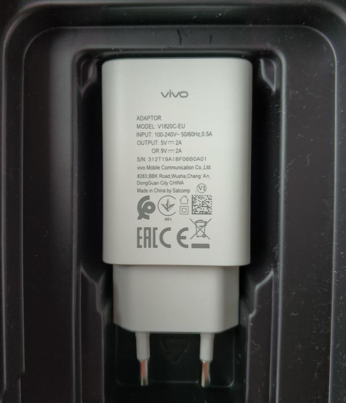 Адаптер живлення забезпечує до 18 Вт потужності при зарядженні