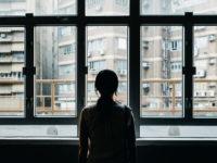 Як ізоляція впливає на психологічне та фізичне здоров'я і як не збожеволіти сидячи вдома?
